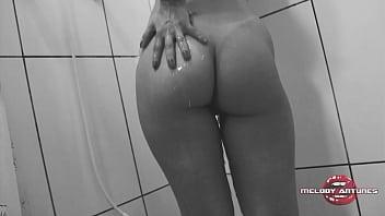 Atriz safada Melody Antunes deixou seu amigo filmar o banho mais gostoso do XVideos de dar água na boca!