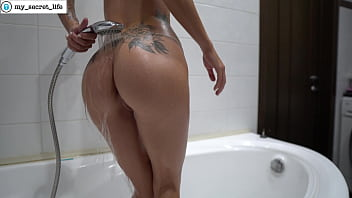 Oiled ass. Having fun in the bathroom while nobody sees. ViSpace