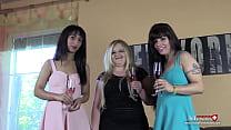 3 Bi-Girls brauchen Schwänze für Fick-Party
