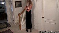 American milf Lauren gets aroused easily in her pantyhose