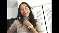 Brutal corrida en boca de jovencita peruana