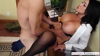 Audrey Bitoni la profesora de sexo que practica entre clase y clase