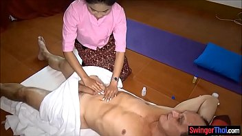 Asian massage parlor from Thailand gives full service